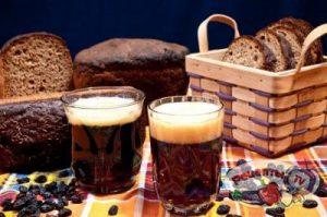 Рецепт «Квас хлебный с медом и изюмом и закваска для него»: